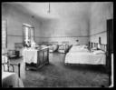Veduta di una camerata dell'Ospedale Psichiatrico di San Salvi, a Firenze; nei letti alcuni pazienti
