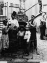 Vita delle strade di Napoli. Venditore di castagne, il castagnaro