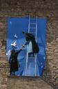 Preparazione di un cartellone per la Marcia della Pace, Assisi, Perugia