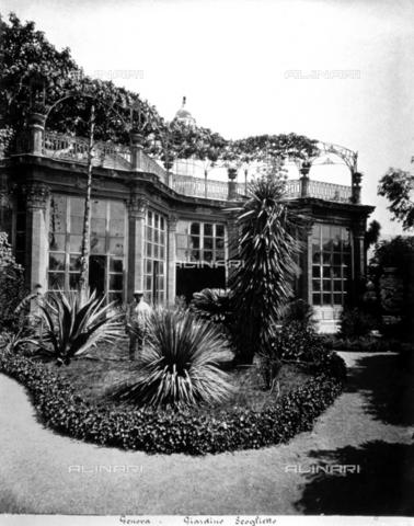 Scorcio del giardino scoglietto a genova in primo piano for Terrazza arredata